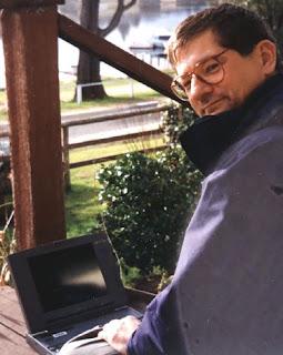 Tom Worthington updating the K95 website at Mallacoota