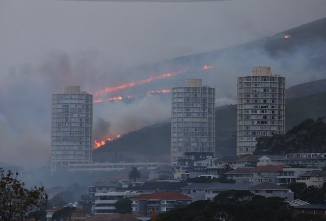 Table Mountain catches fire fiercely, a series of works burned down