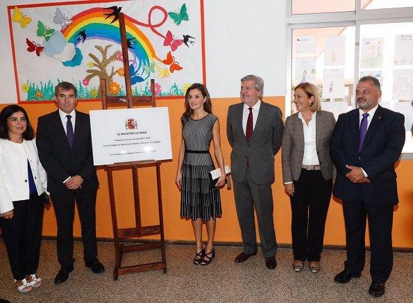 Queen Letizia wore Hugo Boss Orange Wynola Knit Dress,  Diamond star earrings and Uterque Shoes. Canary Islands