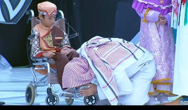 Dikenal Sangat Rendah Hati, Begini Momen saat Syekh Ali Jaber Mencium Kaki Bocah Hafiz: 'Dia Jauh Lebih Hebat dari Saya'