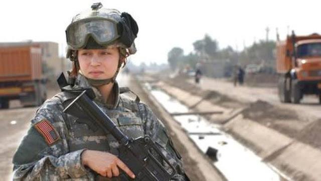 Nữ binh sĩ Mỹ.
