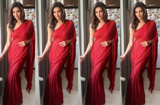 करिश्मा तन्ना ने रेड शरारा में करवाया बोल्ड फोटोशूट, बैकलेस ब्लाउज में दिखा दिलकश अंदाज