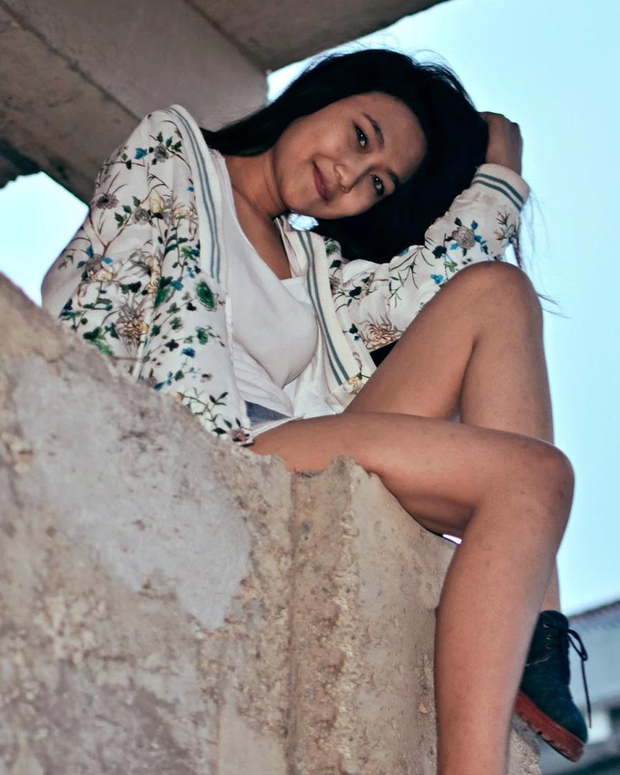 foto model IGO seksi Nanda Cewek bangunan tua