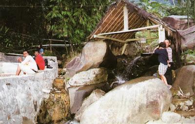 Gunung Pancar menyediakan tempat pemandian air panas mineral