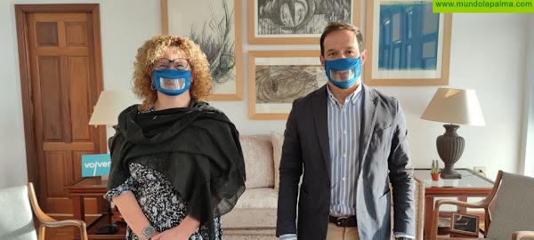 El Cabildo adquiere mascarillas transparentes para facilitar la comunicación con las personas con sordera