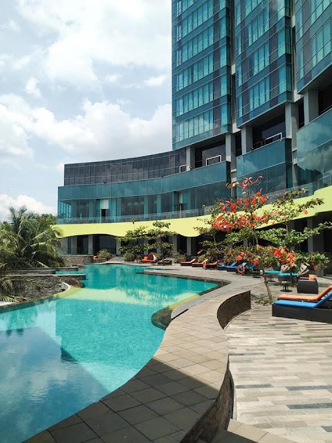 kolam renang hotel novotel