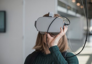 التعلم القائم على الواقع الافتراضي والواقع المعزز