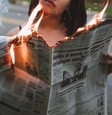新聞が燃えている