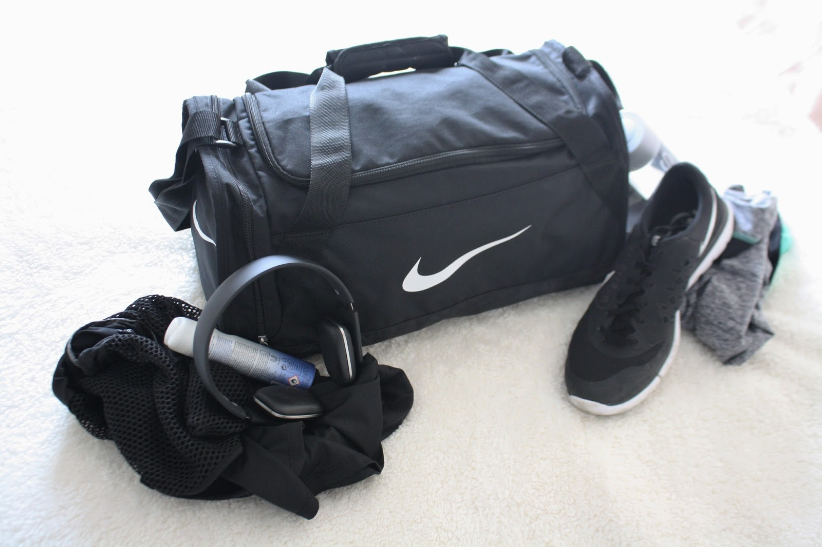why I love going to the gym, nike gym bag and gym shoes, health and fitness flatlay, nike 2015 running shoes, black nike workout clothes, gym fashion