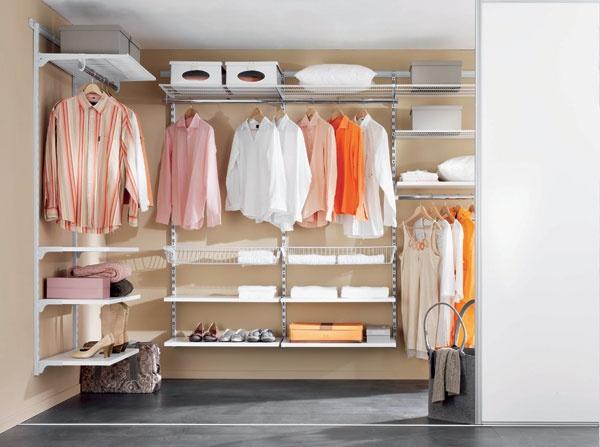 Cosy home walk in closet for Armadio ripostiglio ikea