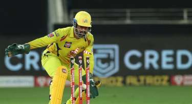Dhoni becomes second wicket-keeper to take 100 catches in IPL