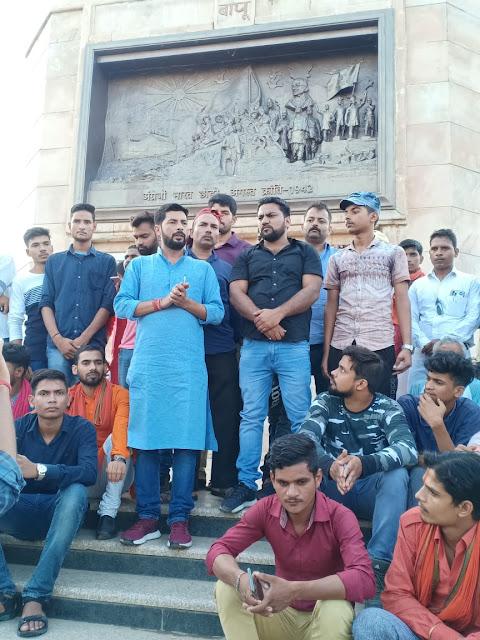 गांधी की राह बहुत मजबूत है और हम शांति के साथ संवैधानिक अधिकार एवं देश की लड़ाई लड़ रहे हैं