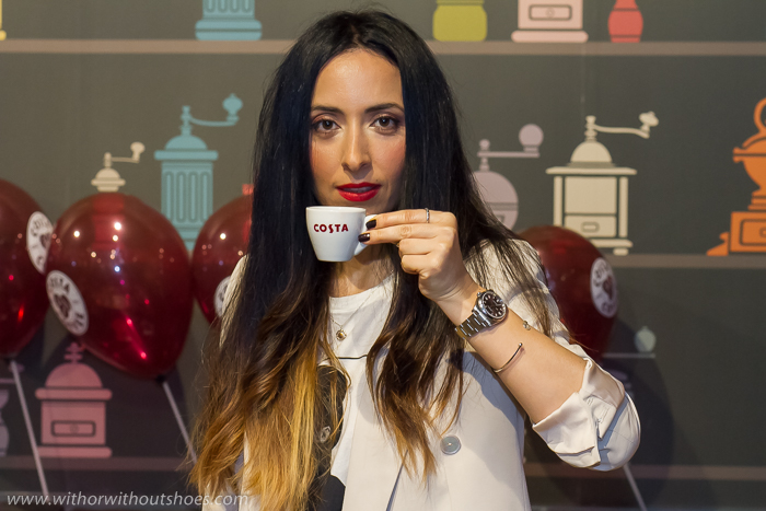 Blogger influencer famosa de Valencia experiencia asistencia al evento de Costa Coffee