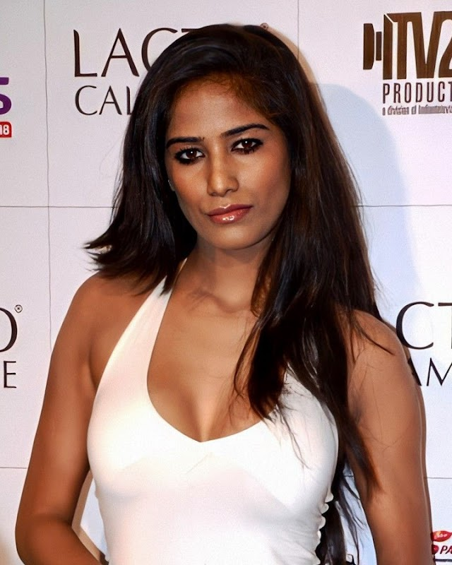 Poonam Pandey Wiki & Bio, Age, Height, Weight, Net Worth, and Body Measurement