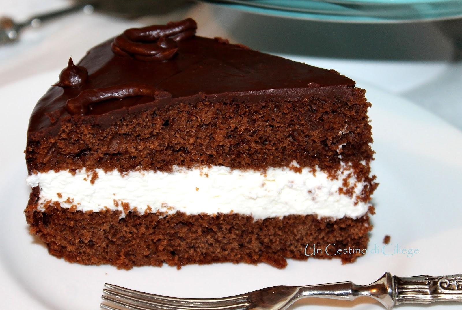 Torta al cioccolato con crema al mascarpone e frutti di