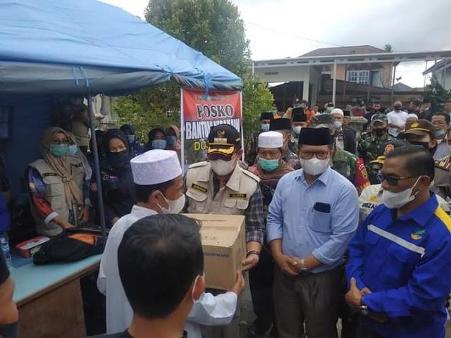 Saat Wako Ahmadi Serahkan Bantuan Kebakaran Desa Dujung Sakti