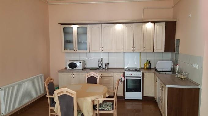 Debrecen belvárosában eladó, egy 89 nm nagyságú, külön bejáratú 2 + 1/2 szobás polgári lakás