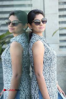 Telugu Television Actress Karuna Latest Pos In Denium Jeans  0054.JPG