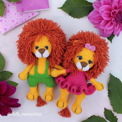 Вязаная игрушка львенок