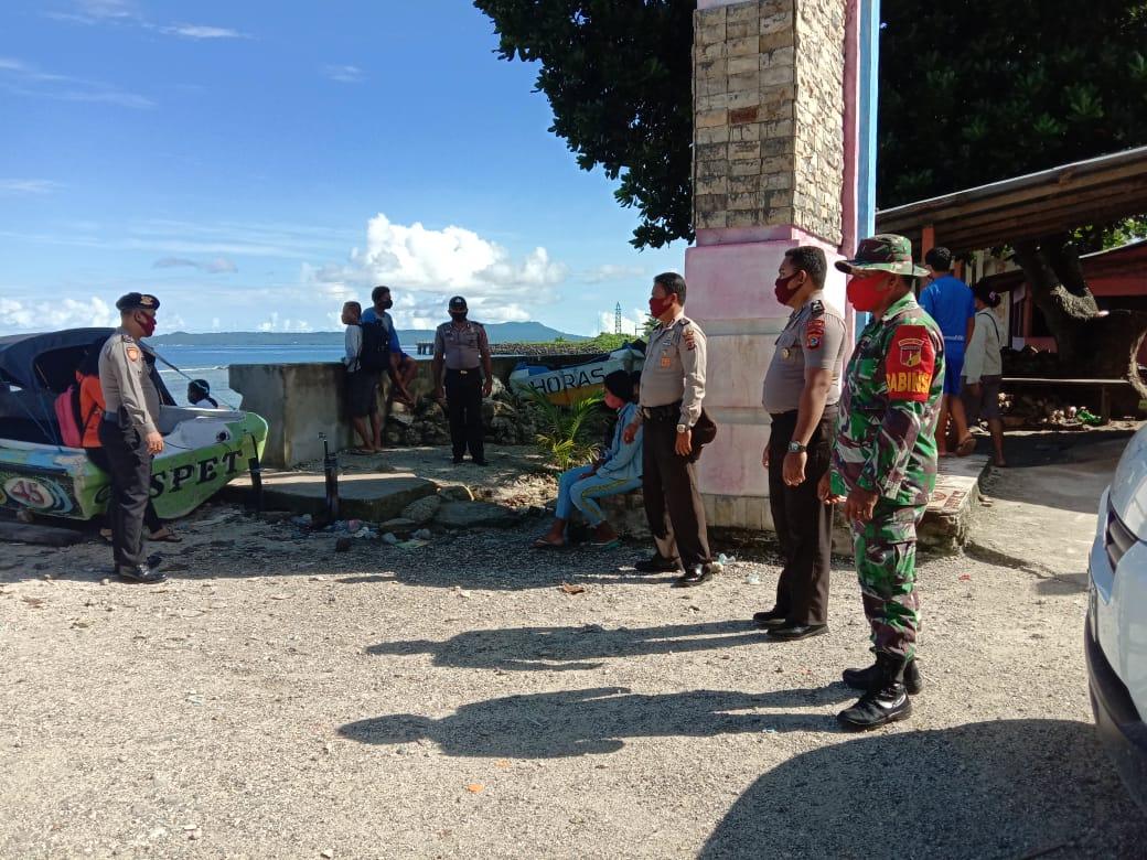 Babinsa bersama tim relawan gugus tugas kecamatan kabaruan, pantau pelaku perjalanan