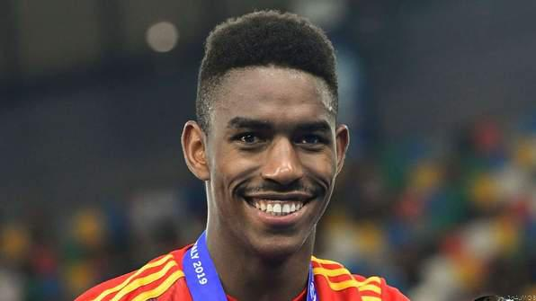 OFFICIAL: Barcelona Sign Junior Firpo from Real Betis