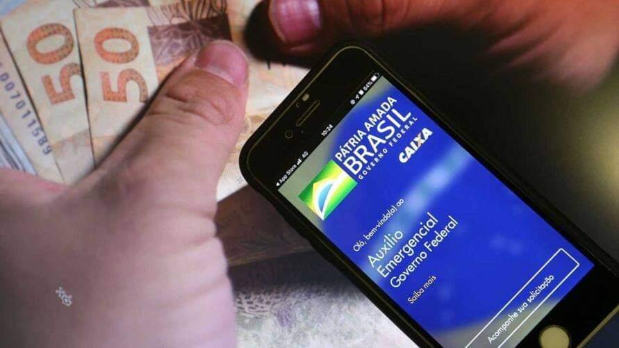 Trabalhadores informais nascidos em fevereiro começam a receber hoje (9) a nova rodada do auxílio emergencial. O benefício terá parcelas de R$ 150 a R$ 375, dependendo da família.