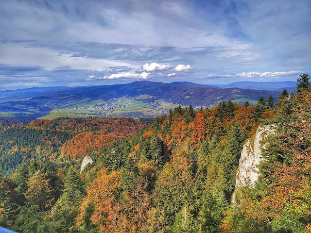 Polskie góry jesienią, widok na Trzy Korony