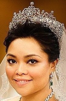 aquamarine tiara pahang malaysia queen tengku ampuan azizah tunku kaiyisha