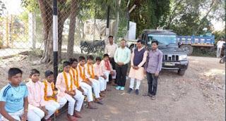 झाबुआ जिले की सेवा भारती संस्था द्वारा अनाथ बच्चों को झाबुआ जिले के प्रमुख मंदिरों के दर्शन कराएं