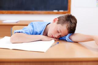 Penyebab dan Solusi Anak Sering Tidur di Kelas