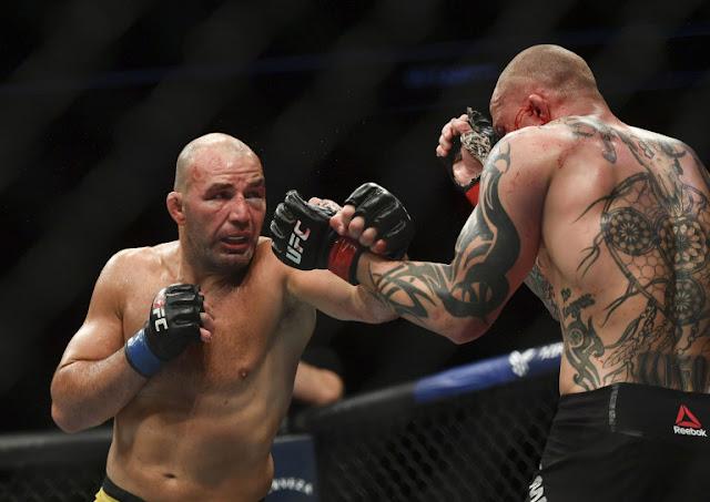 Glover Teixeira bloodied Anthony Smith UFC on ESPN+ 29