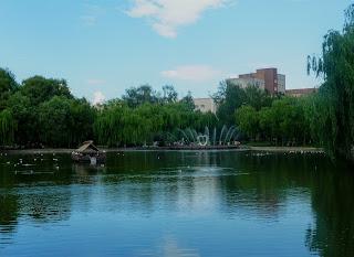Рівне. Парк Молоді. Лебедине озеро