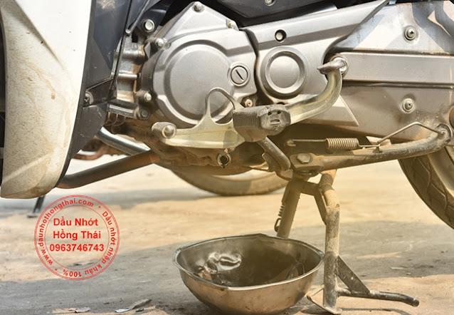 Tại sao xe máy cần phải có dầu động cơ?