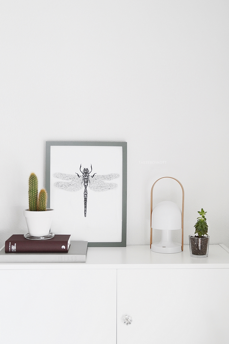 Modern Scandinavian decoration with DIY print, books, plants and the FollowMe lamp