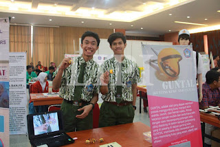 11. Mikha Christevan Tanihatu dan Daniel Prahito dari  SMA Katholik RICCI II Tanggerang dengan Judul Karya Guntal (Gunting Kuku Anti Pental)