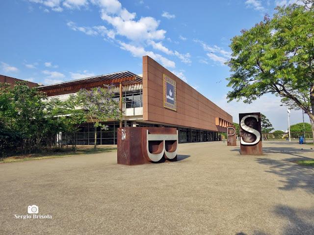 Vista ampla da Biblioteca de São Paulo - Parque da Juventude - Carandiru - São Paulo