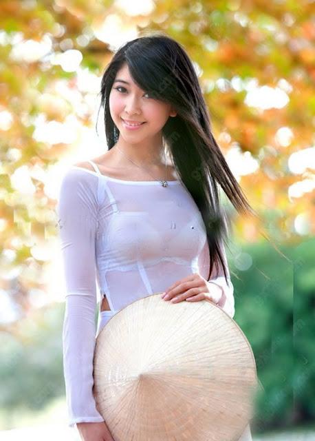 Nữ sinh với áo dài mỏng nhìn rõ đồ lót 20