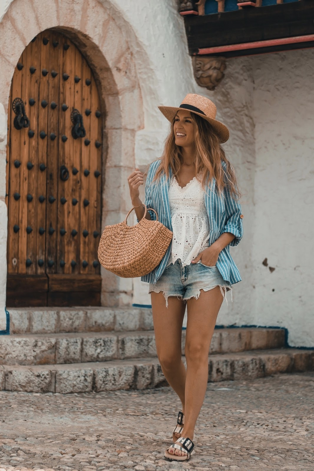 look informal con shorts vaqueros