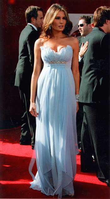 Melania Trump vestido tomara que caia
