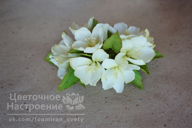 белые цветы для прически невесты
