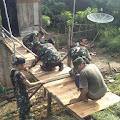 Kpt Inf T Marpaung Bersama Babinsa Bantu Memperbaiki Jembatan Rumah Warga