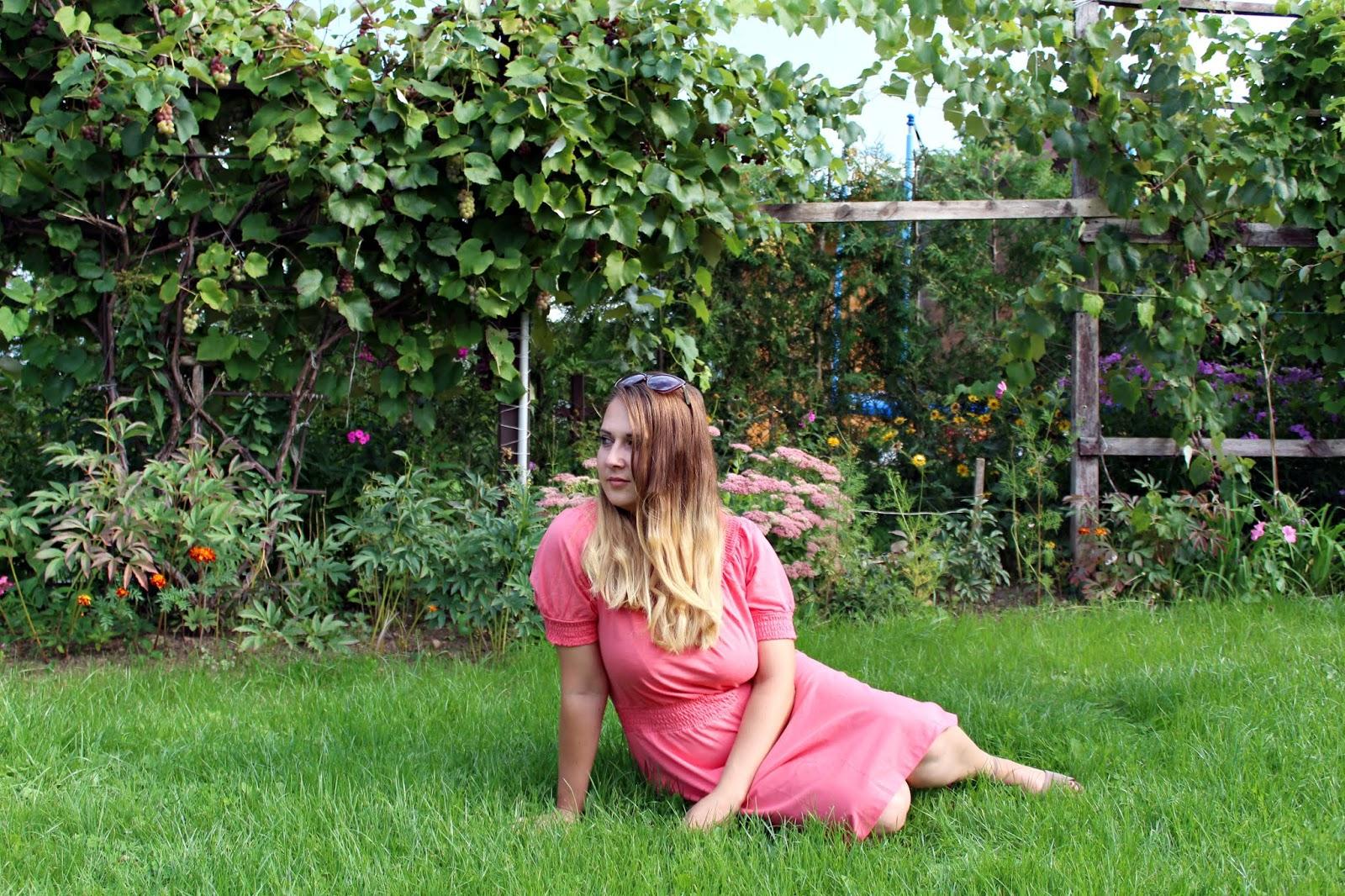 Koralowa shirtowa sukienka - BonPrix