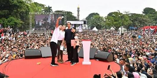 Ribuan Pendukung Padati Jakabaring, Jokowi: Door to Door dan Luruskan Hoax