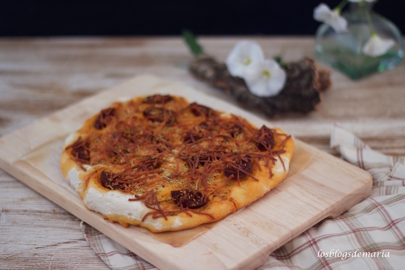 Focaccia de tomate y focaccia de chorizo picante