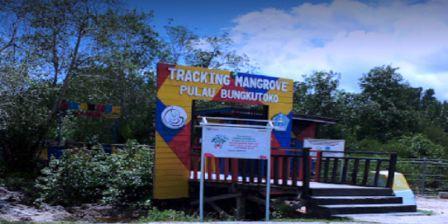 Wisata Hutan Mangrove Pulau Bungkutoko Kendari, Udaranya Yang Segar Dengan Suasana Tenang Cocok Untuk Tempat Menenangkan Diri Sekaligus Menikmati Pemandangan Indah