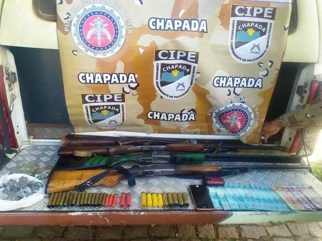 Armas, drogas e dinheiro são apreendidos durante operação da  Cipe Chapada, em Jussiape
