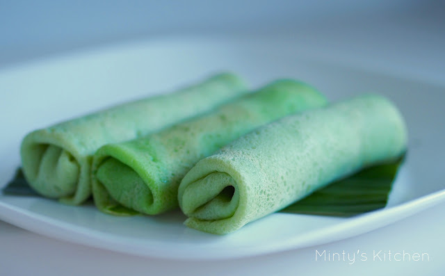 Pandan crepe with coconut filling