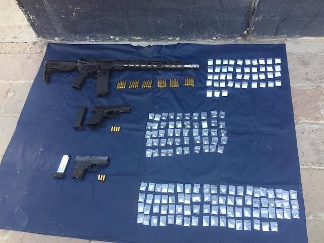 AL DAR SEGUIMIENTO A UNA DENUNCIA CIUDADANA GUARDIA NACIONAL Y POLICÍA DE IRAPUATO ASEGURAN ARMAS Y DOSIS DE DROGA