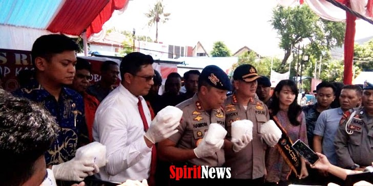 Kapolda Irjen Pol Drs Hamidin Dan Tim Khusus Narkoba Perlihatkan Temuan Barang Bukti Sabu Seberat 7 Kg