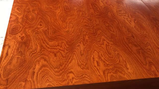 Màu cánh gián đặc trưng của gỗ xoan đào